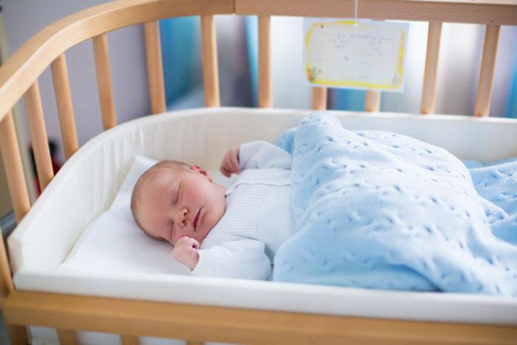 Кроватка для новорожденного – как выбрать